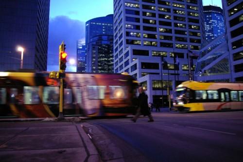 Light_rail-Minneapolis-downtown