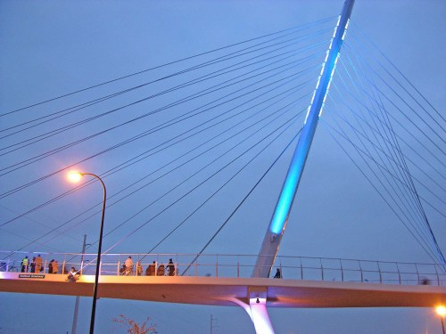 Greenway Bridge over Hiawatha Avenue. Some rights reserved by Alan Wilfahrt