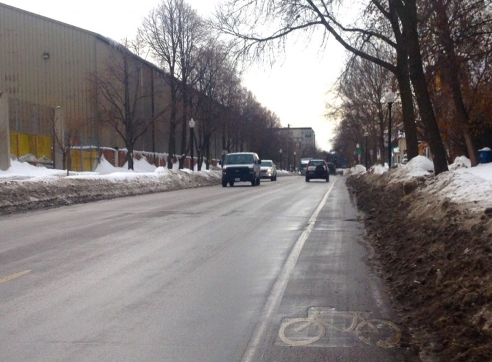 SE 15th Ave; Two sided bike paths; A direct path to the UMN campus and the como neighborhood