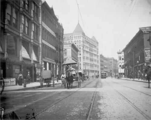 3RD STREET FROM NICOLLET AVENUE LOOKING TOWARD 1ST AVENUE N IN 1902