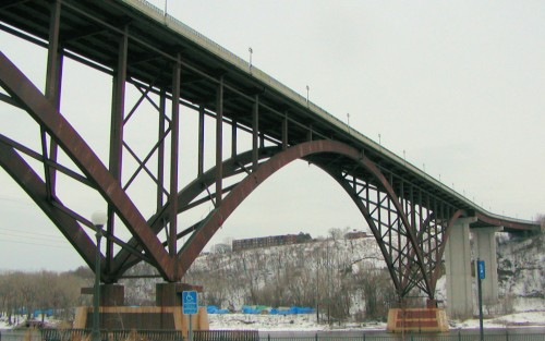 The Smith Ave High Bridge, the most notable steel deck truss bridge and one possibility what the Braun proposal could have looked like.