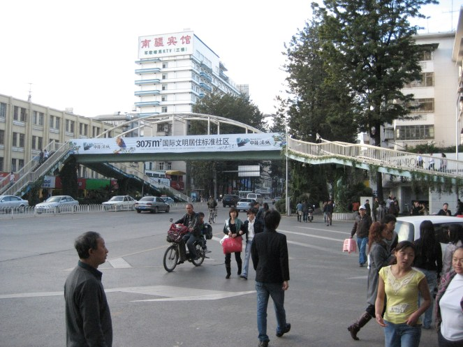 Some have suggested a pedestrian bridge for the Snelling intersection (example from Kunming, Yunnan Province, China -- probably not Minnesota style