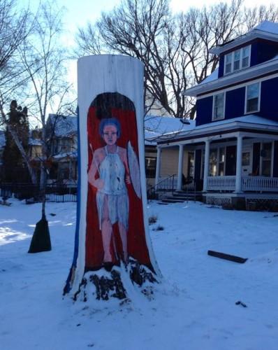 Tree trunk art at Hague and Pierce