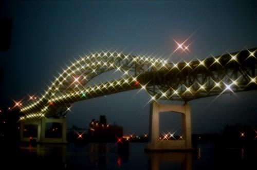 Metal Halide decorative lights on the Blatnik Bridge, contrasted with High Pressure Sodium Vapor lights on the roadway.