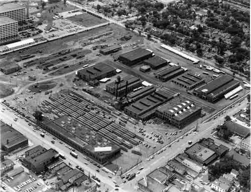 The intersection of Snelling and University in 1953. Snelling Station in the foreground became Midway Shopping Center. Snelling Shops in the background was converted to a bus garage, and that property is now vacant.