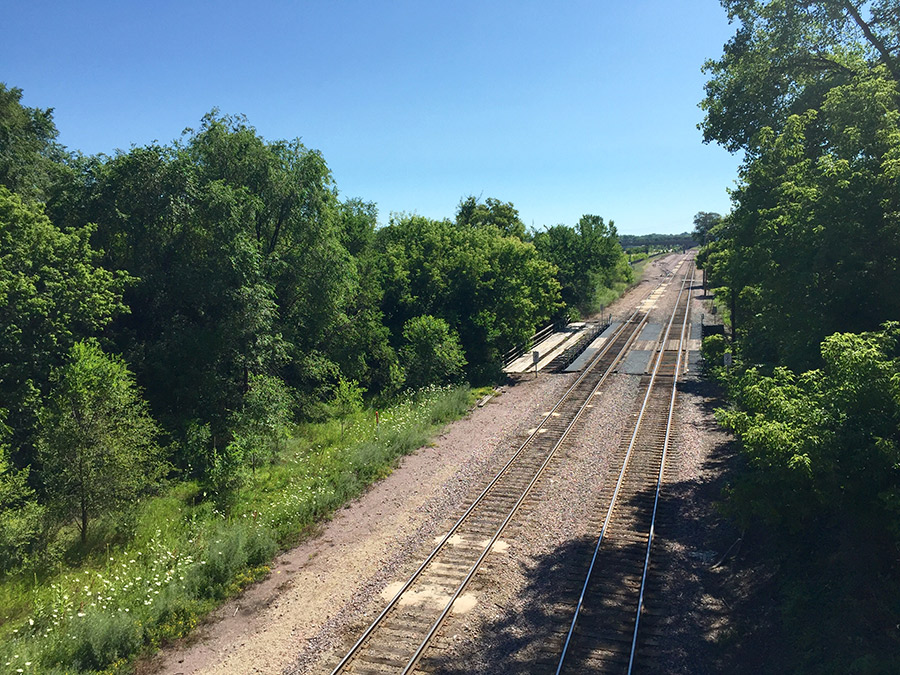 Railroad tracks between Bush Avenue and Phalen Blvd E