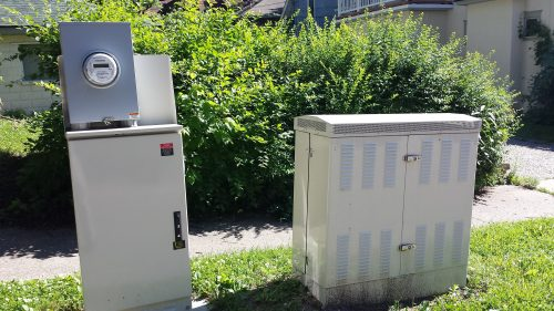 A Well-Ventilated DSLAM Cabinet with its Power Supply