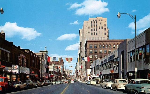 Superior Street 1950s Postcard R