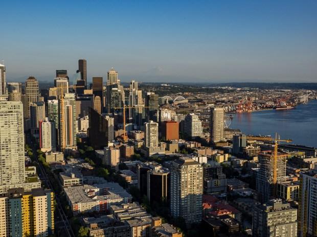 Seattle |1/320 sec - f/9 - ISO 200 - 21mm