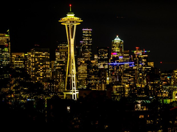 Nocturnal Seattle |2,5 sec - f/4,5 - ISO 200 - 70mm