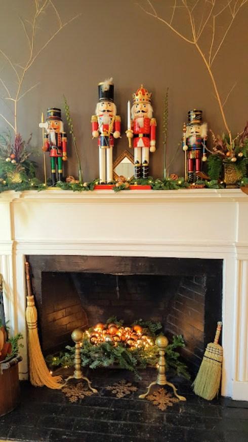 christmas-in-salem-mantle