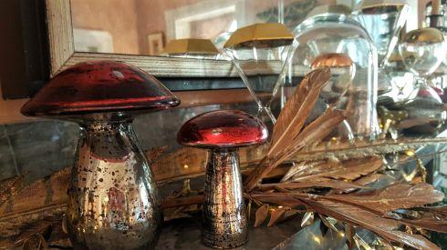 Mushroom mantle 3.jpg
