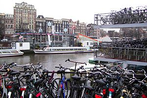 English: Bicycle parking lot in Amsterdam