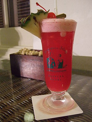 English: Singapore Sling, cocktail from the Ra...