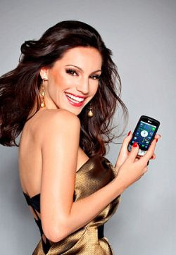 English:Kelly Brook as LG Optimus One Model Ko...