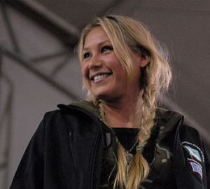 English: Tennis star Anna Kournikova interacts...