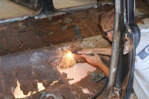 4.Then the plasma cutter was used to trim away the offending metal. If you do not have a plasma cutter, you can easily use a cut-off wheel or a body ripper and an air hammer.
