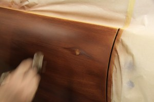 15.Finally a few detail strokes give the effect of the woodgrain bending around the knot.