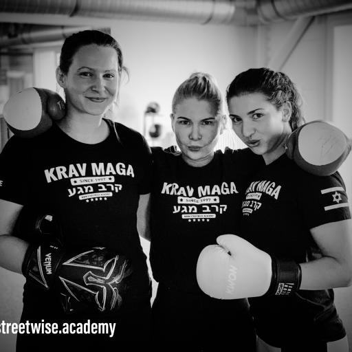 Ladies Krav Maga Josi Sarina Sophie Fight Like a Girl Noa Tiller Berlin Streetwise Academy Selbstverteidigung