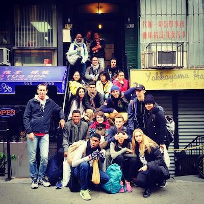 Tours de Nueva York para Grupos Grandes - grupo de escuela en un tour sobre inmigracion