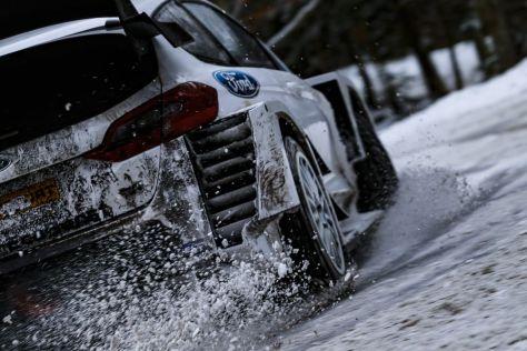 Ford Fiesta WRC на снегу во время тестов перед Ралли Монте-Карло 2019