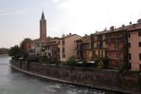 Verona, Altstadt von der Etsch aus gesehen