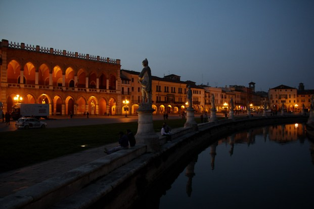 Prato della Valle am Abend