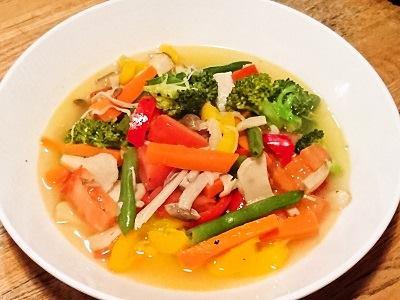 彩り野菜とキノコの白ワイン蒸し