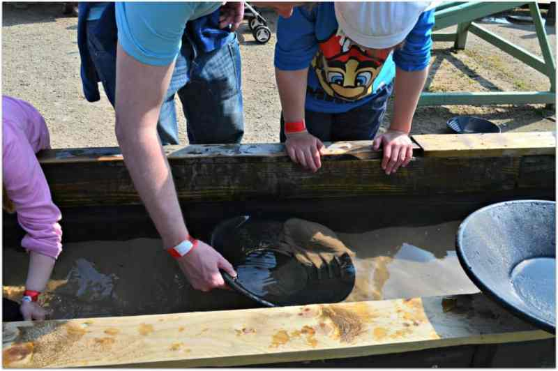 Panning for Gold at Hatton Adventure World