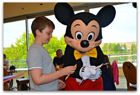 Meeting Mickey at Cafe Mickey in Disneyland Paris