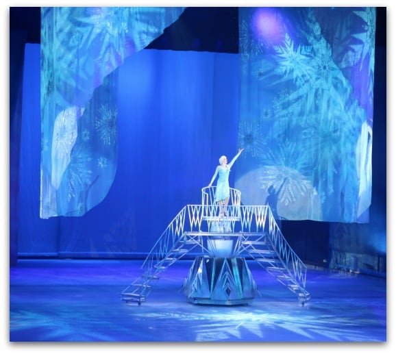 Disney On Ice Worlds of Enchantment Frozen Let it go