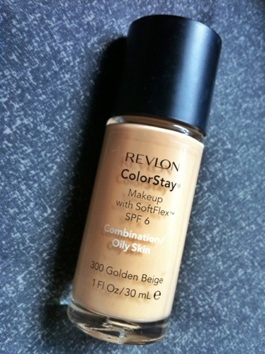 Revlon ColorStay Liquid Foundation for Oily/Combination Skin in 300 Golden Beige (1/3)