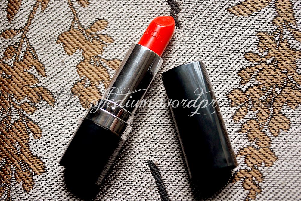 Avon Ultra Color Lipstick in Tangerine Tango (1/2)