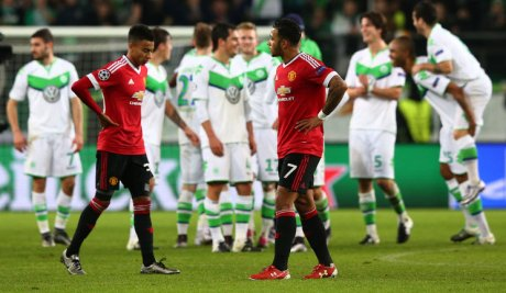 jesse-lingard-memphis-depay-manchester-united-champions-league-wolfsburg-dejected_3386314
