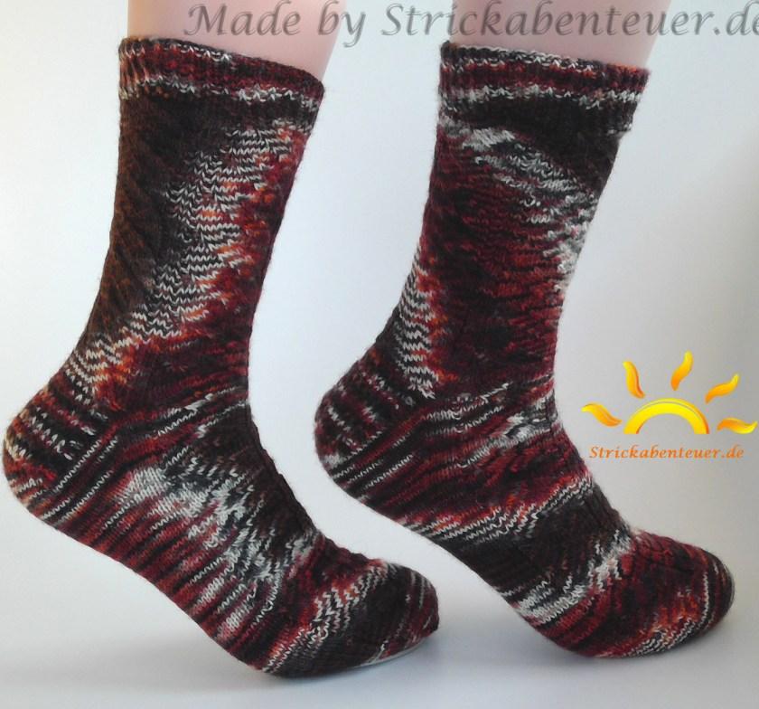 gestrickte Socken Muster Nutkin mit Wolle Tausendschön von Strickabenteuer.de