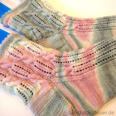 gestrickte Socken handegestrickt Muster Summer! Wolle Tausendschön Wilder 3/16 strickabenteuer.de