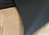 半連続気泡のEPDMゴムスポンジは、しっとりしなやかで伸びのある材料