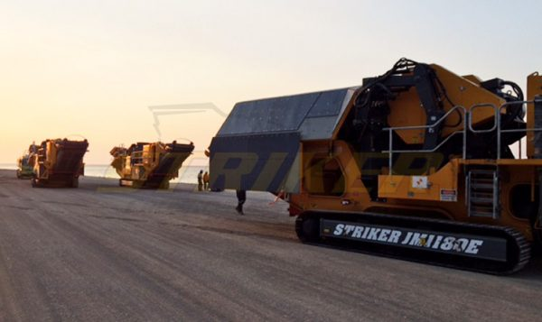 Striker mobile jaw crusher beach