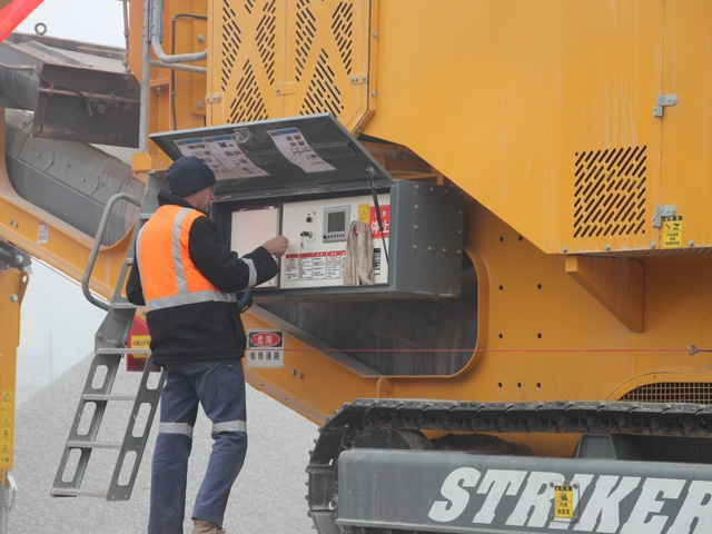 Striker Crushing & Screening - Service mobile crusher