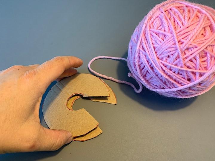 Pompon - læg papcirklerne oven på hinanden