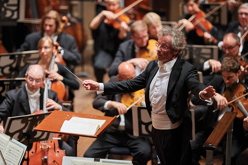 2002–present music director Franz Welser-Möst conducting. Photo by Roger Mastroianni