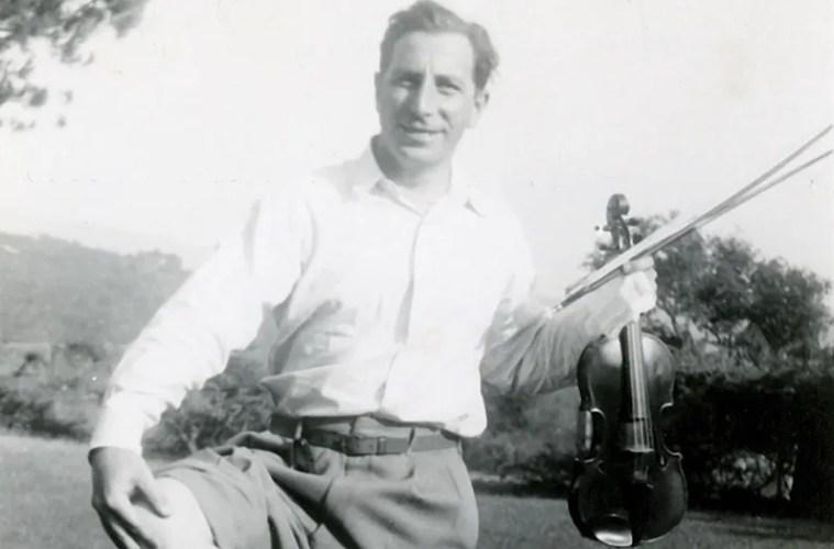 """Roman Totenberg with the 1734 """"Ames, Totenberg"""" Stradivari"""