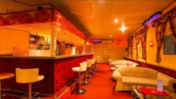 At Bar Schönbrunn you can find Maxim girls