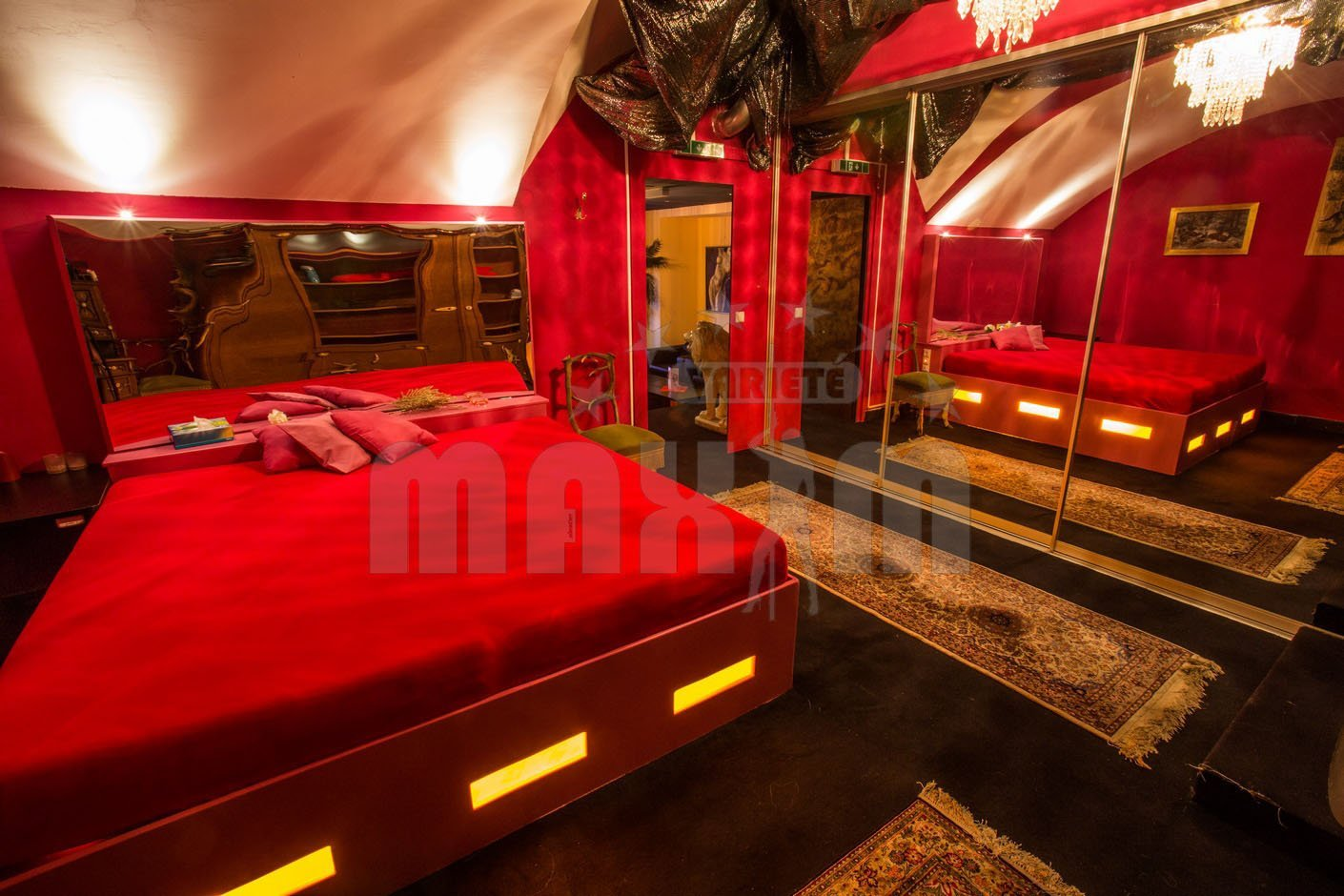 King size bed in Maxim Wien Stripclub