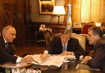 Reunión en la Casa Rosada entre Kirchner, De Vido y Bulgheroni.