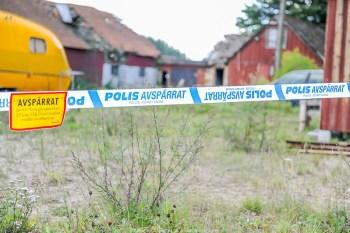 20160823, brunn, Hörby, kropp, Långaröd8357, misstänkt kropp i brunn, Granne Arthur Herrbertsson 0708/775166. Uppdatering gällande fynd av benrester, Hörby Kommun. Under måndagen anträffade en privatperson benrester utomhus vid en fastighet i Hörby kommun. Benresterna har lämnats till Rättsmedicin för undersökning för att fastställa vad resterna härrör ifrån, det är alltså ännu inte konstaterat att det rör sig om mänskliga benrester. Polisen har nu spärrat av platsen. Under tisdagen fortsätter polisens tekniska undersökning av platsen som är belägen vid en fastighet som tidigare stått obebodd en tid. De anträffade benresterna kommer genomgå rättsmedicinsk undersökning för att klarlägga om det är mänskliga benrester. När denna rättsmedicinska undersökning kan förväntas vara klar finns det ingen tidsangivelse på f n. I avvaktan på det rättsmedicinska utlåtandet jobbar polisen parallellt med s k inre spaning och genomgång av register.