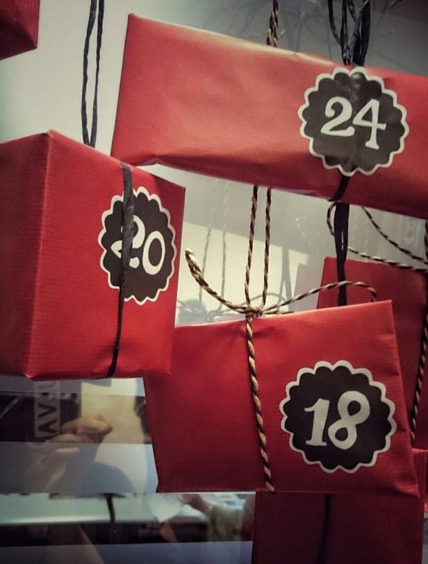 DIY - Weihnachtliches Wandtattoo und Aufkleber für Adventskalender