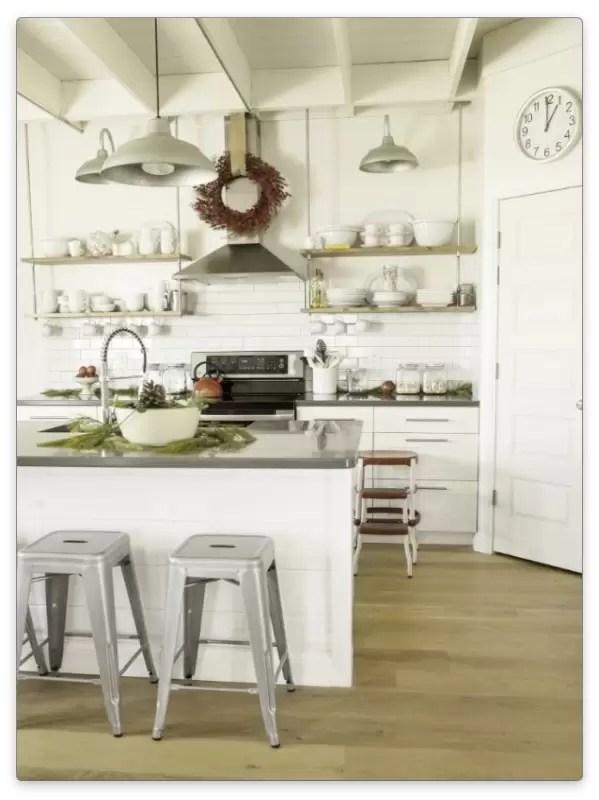 Полки для кухни с удачным оформлением и дизайном + фото