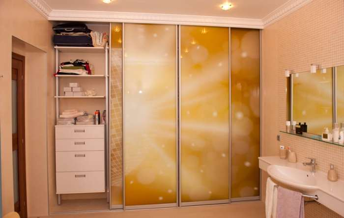 Встроенный шкаф в ванной комнате-3