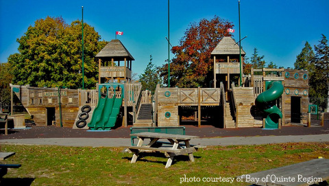 Riverside-Park-Pirate-ship